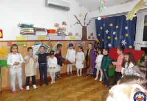 """Božićna priredba odg.skupine """"Tratinčice"""""""
